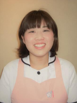 歯科助手・受付 平江 佳穂